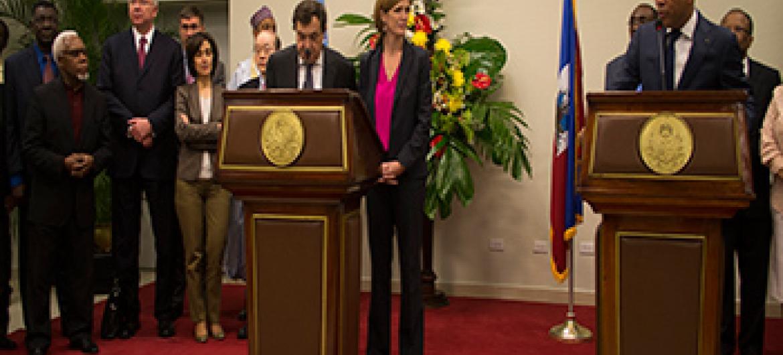 Delegação do Conselho de Segurança e o presidente haitiano Michel Martelly depois da reunião. Foto: Logan Abassi – ONU/MINUSTAH