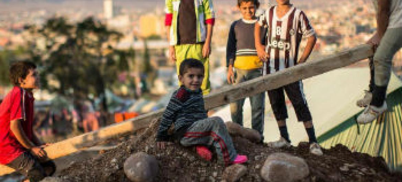 Crianças brincam em acampamento para refugiados no Iraque. Foto: Ocha/I. Athanasiadis