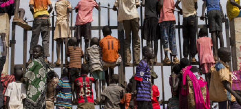 Segundo estimativas, cerca de 230 milhões de crianças vivem em países e áreas com confrontos de grupos armados.Foto: ONU/JC McIlwaine