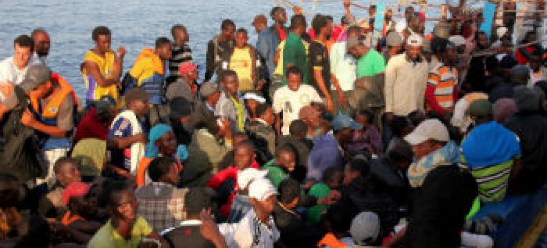 Migrantes pelo Mediterrâneo.