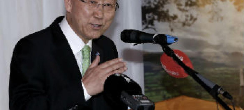 Ban Ki-moon na Irlanda. Foto: ONU/Evan Schneider