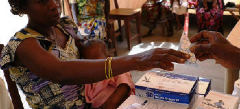 Assistência médica à população na República Centro-Africana. Foto: Ocha/G. Cortes
