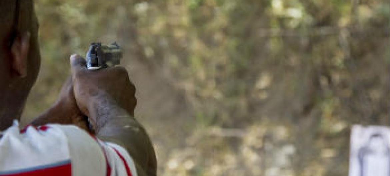 Mais de 50 mil homens, mulheres e crianças são mortos como consequência direta do uso de armas ligeiras e de pequeno porte.Foto: Minustah/Logan Abassi