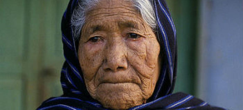 Ajuda global para acabar com abusos contra idosos. Foto: Banco Mundial/Curt Carnemark