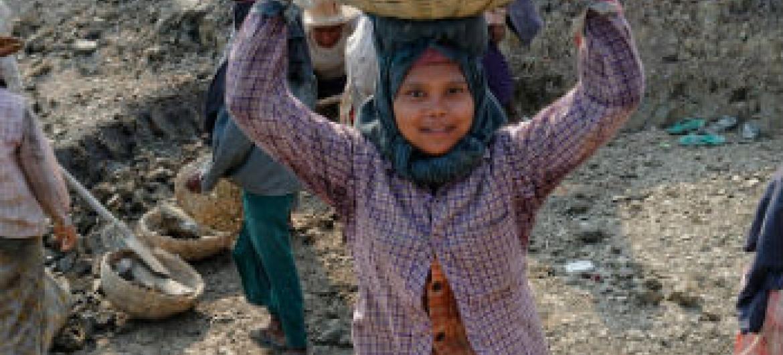 Trabalho infantil no Mianmar. Foto: OIT/Marcel Crozet