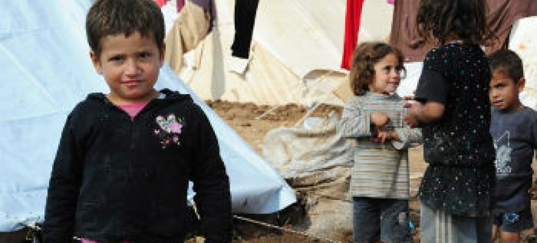 Crianças em acampamento para deslocados internos no Iraque. Foto: Unami