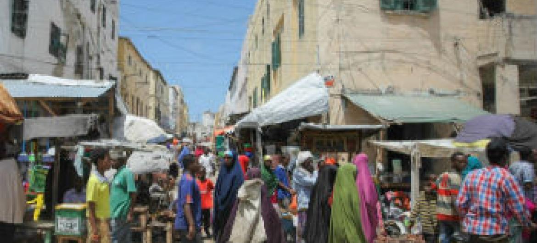 Mercado em Mogadíscio, capital da Somália. Foto: AU-UN IST/Stuart Price