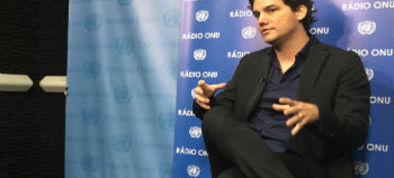 Wagner Moura nos estúdios da ONU. Foto: Rádio ONU/Denise Costa