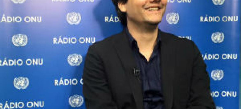Wagner Moura nos estúdios da Rádio ONU. Foto: Rádio ONU/Denise Costa.