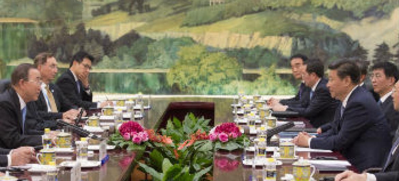 Ban Ki-moon (esquerda) em reunião com líderes chineses. Foto: ONU//Eskinder Debebe