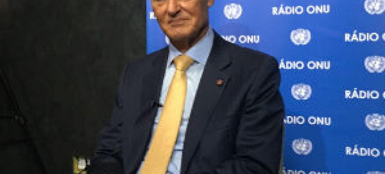 Aníbal Cavaco Silva nos estúdios da Rádio ONU. Foto: Rádio ONU/Edgard Júnior