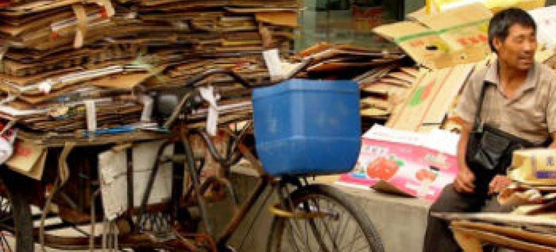 Reciclagem de papelão. Foto: David Barrie/Pnuma