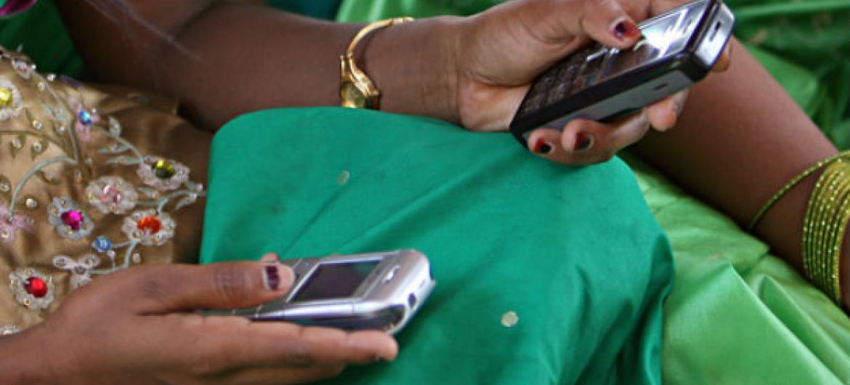 O projeto estimula jovens emprendedoras para que desenvolvam, vendam e promovam amplamente aplicativos móveis.Foto: Simone D. McCourtie / Banco Mundial