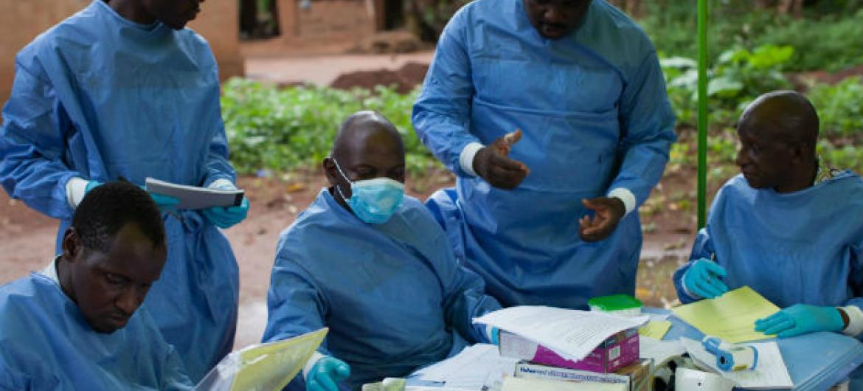 Campanha de vacinação contra o ébola na Guiné Conacri. Foto: OMS/S. Hawkey