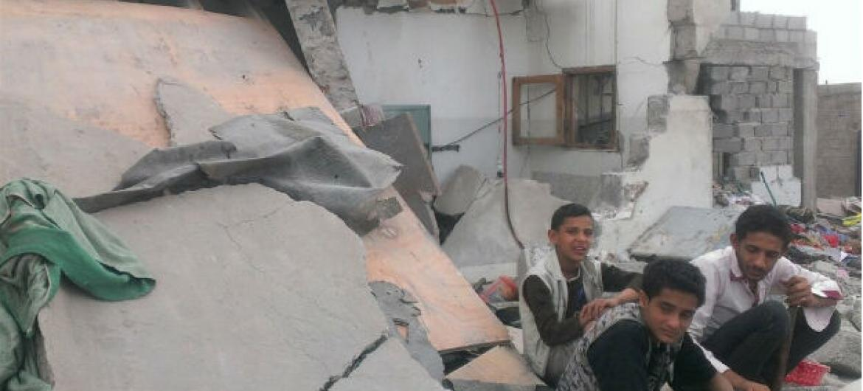 Casas destruídas no Iémen por ataque. Foto: Almigdad Mojalli/Irin