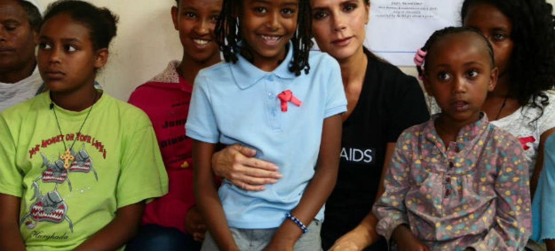 Victoria Beckham em visita à Etiópia. Foto: Onusida