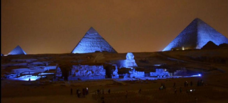 Esfinge e Pirâmides de Gizé, no Egito, iluminadas de azul para celebrar o aniversário de 70 anos da ONU. Foto: Unic/Cairo.