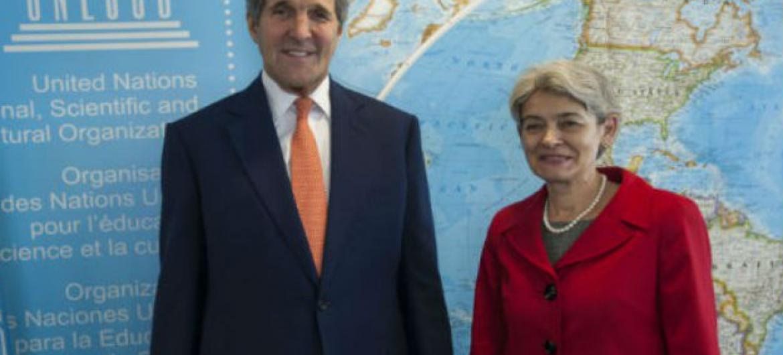 John Kerry e Irina Bokova na sede da Unesco em Paris. Foto: Unesco