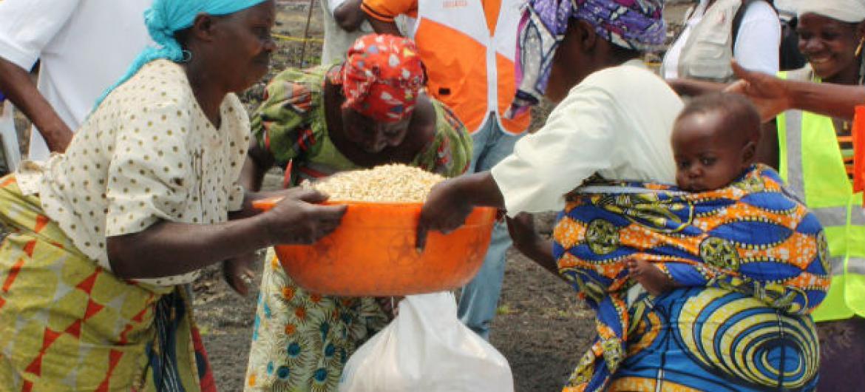 Os programas devem incluir cuidados de saúde reprodutiva, materna e ajuda para recém-nascidos e crianças.Foto: Ocha/N. Berger