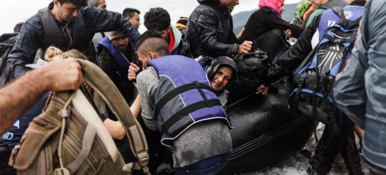 Grupo de refugiados chegam à ilha grega de Lesbos (30 de setembro de 2015) Foto: Acnur/Achilleas Zavallis