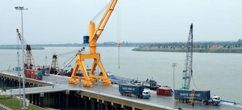 Comércio em portos no Camboja. Foto: Banco Mundial/ Chhor Sokunthea