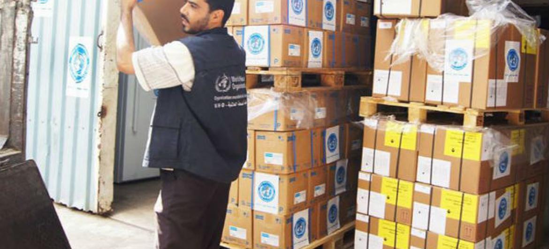 OMS forneceu 35 toneladas de suprimentos médicos para instalações de saúde no Iêmen, suficientes para mais de 665 mil pessoas em três províncias. Foto: OMS/Sadeq Al-Wesabi