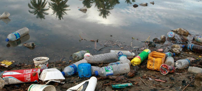 Todos os anos 20 milhões de toneladas de plástico vão parar nos oceanos.Foto: ONU/Martine Perret