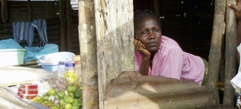 Mulher na Libéria. Foto: ONU/Shima Roy (arquivo)