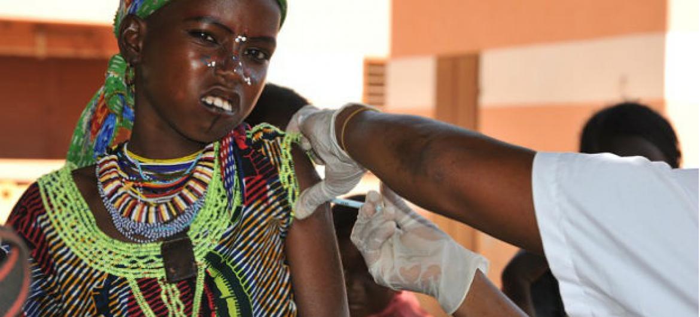 A vacina introduzida é chamada MenAfriVac e foi desenvolvida como parte da ajuda aos Ministérios da Saúde da África Subsaariana.Foto: OMS/R. Barry