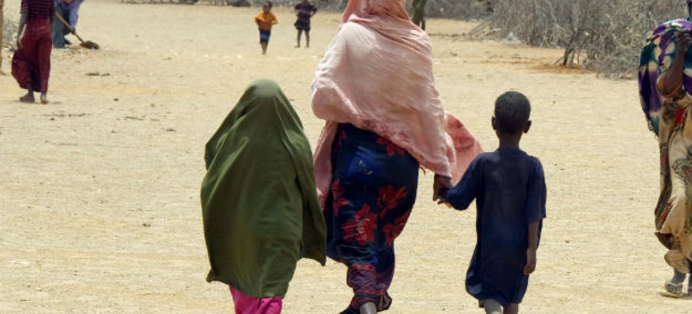 Menores de idade desacompanhados dos pais são cada vez mais frequentes.Foto: ONU/Eskinder Debebe