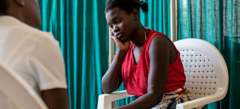 Paciente com HIV no Malaui. Foto: UNICEF/HIVA201500101/Schermbrucker