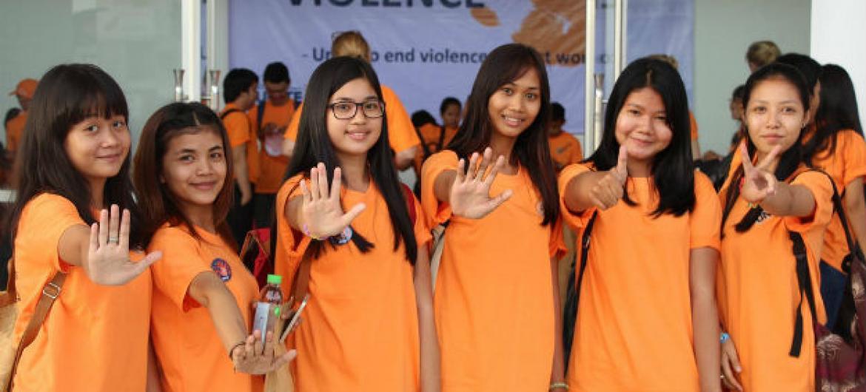 Laranja é cor da campanha da ONU. Foto: ONU Mulheres Camboja/Sara Hakansson