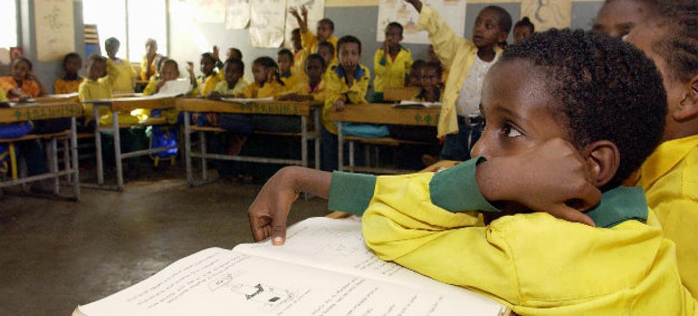 Estudantes na África. Foto: ONU/Eskinder Debebe