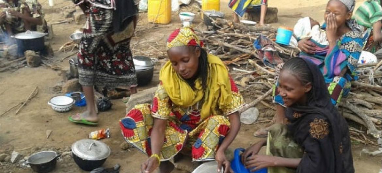 Refugiados na República Centro-Africana no campo de Mborgene, nos Camarões. Foto: Monde Kingsley Nfor/Irin