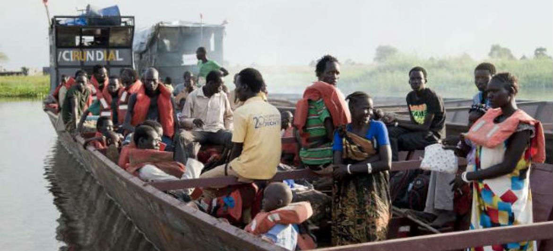 Foto recente mostra outros refugiados sul-sudaneses em um barco na Etiópia. Foto: Acnur/C. Tijerina.