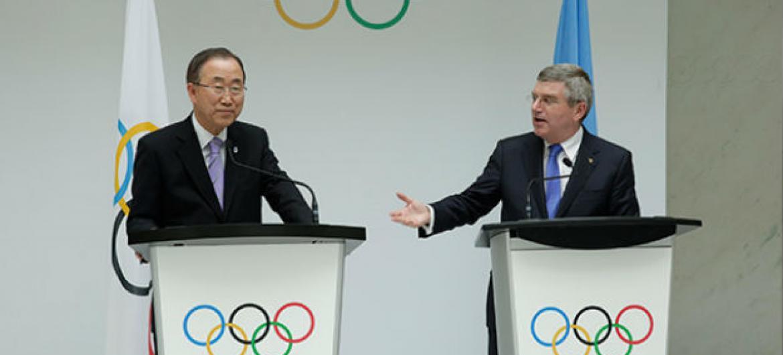 Ban Ki-moon com o presidente do Comitê Olímpico,Thomas Bach.Foto: ONU/Evan Schneider
