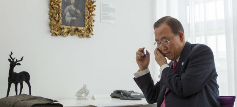 Ban Ki-moon ligou para o primeiro-ministro do Iraque, Haider al-Abadi.Foto: ONU/Rick Bajornas