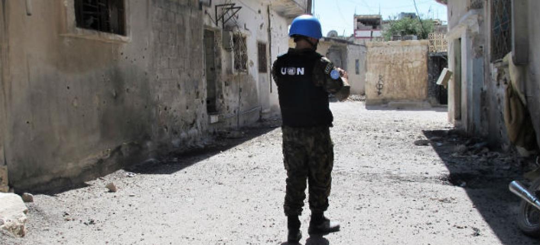 Soldado da paz das Nações Unidas em Homs, na Síria. Foto: ONU/David Manyua