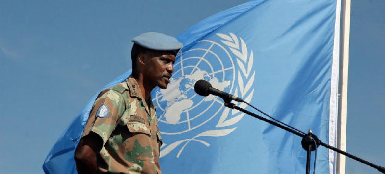 Tenente-general Derick Mbuyiselo Mgwebi. Foto: ONU/Mario Rizzolio