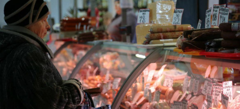 Relatório afirma que uma uma em cada 10 pessoas no mundo adoece todos os anos por ingerir alimentos contaminados.Foto: PMA