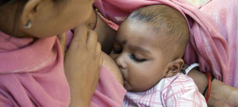 O aleitamento materno ajuda a reduzir as taxas de câncer de mama e ovário.Foto: OMS/Anuradha Sarup
