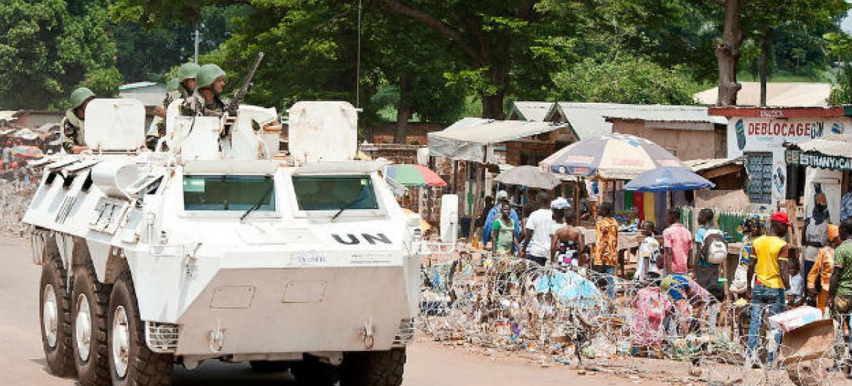 Boinas azuis da Minusca em patrulha na República Centro-Africana. Foto: ONU/Catianne Tijerina
