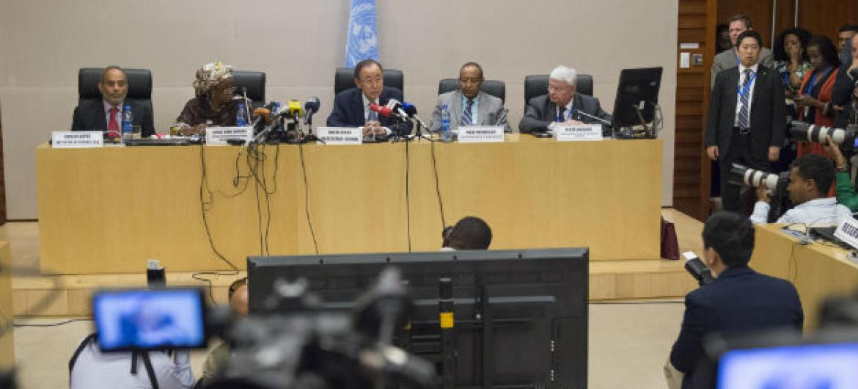 Secretário-geral da ONU, Ban Ki-moon, em coletiva de imprensa em Adis Abeba. Foto: ONU/Eskinder Debebe