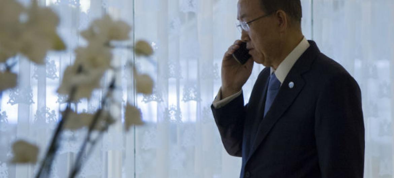 Ban Ki-moon conversou com os ministros das Relações Exteriores saudita, Abel Al-Jubeir e iraniano, Mohammad Javad Zarif.Foto: ONU/Rick Bajornas