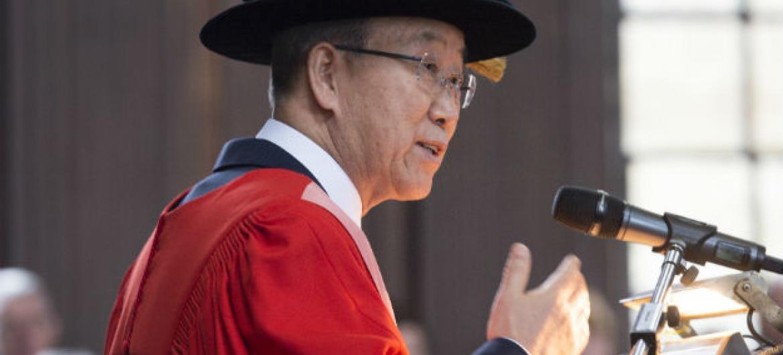 Ban discursa na Universidade de Cambridge. Foto: ONU/Eskinder Debebe