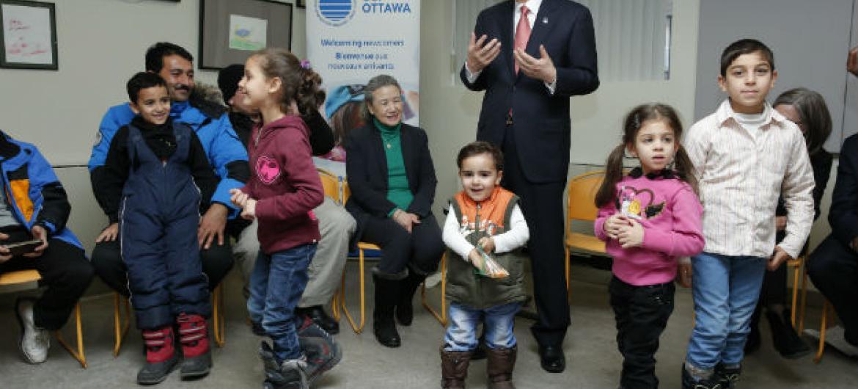 No Canadá, Ban também encontrou-se com refugiados sírios. Foto: ONU/Evan Scheneider