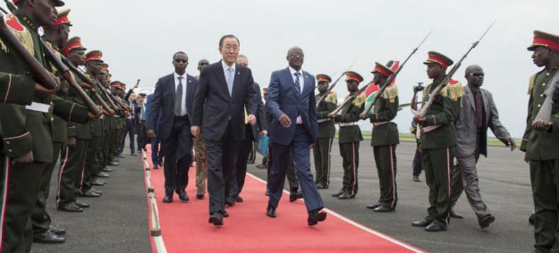 Chegada de Ban Ki-moon em Bujumbura, Burundi. Foto: ONU/Eskinder Debebe