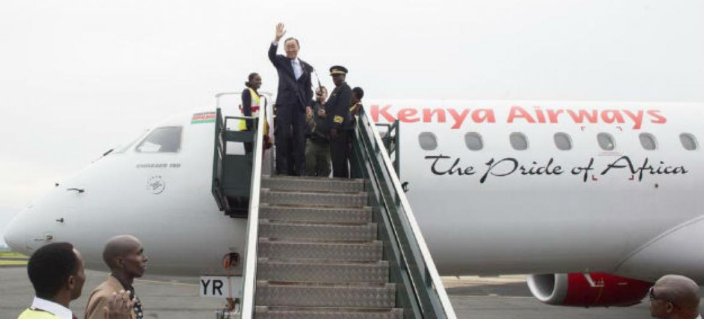Ban Ki-moon na chegada ao aeroporto em Bujumbura, Burundi. Foto: ONU/Eskinder Debebe