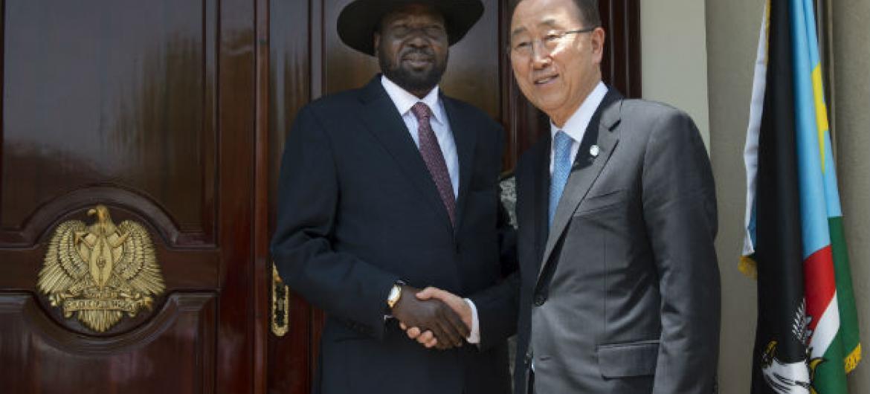Ban Ki-moon (à dir.) e o presidente do Sudão do Sul, Salva Kiir. Foto: ONU/Eskinder Debebe