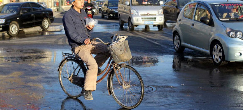 Trabalhador migrante em Tianjin, na China. Foto: Banco Mundial/Yang Aijun